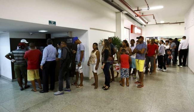 Clientes reclamaram da fila para pagamento - Foto: Fernando Vivas | Ag. A TARDE