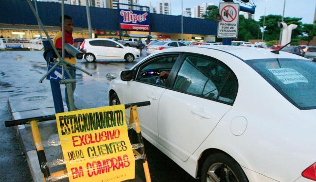 Supermercados cobram comprovação de compra para estacionar - Foto: Lúcio Távora | Ag. A TARDE