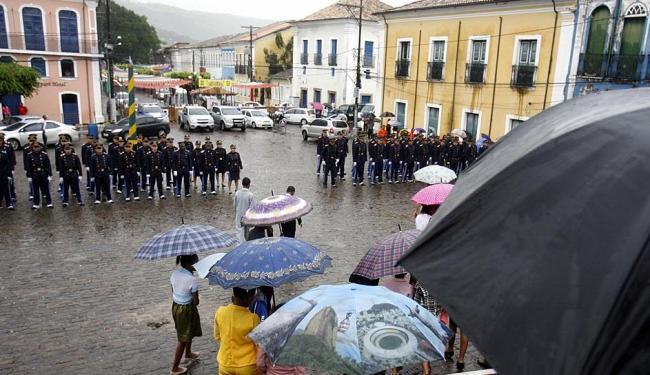 Moradores de Cachoeira participaram da cerimônia - Foto: Luiz Tito | Ag. A TARDE | 25.06.2015