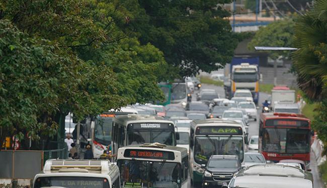 Trânsito na região da Rodoviária de Salvador está intenso nesta manhã - Foto: Joá Souza | Ag. A TARDE | 08.06.2015