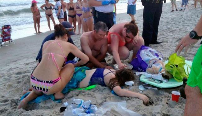 Adolescente foi a primeira vítima de ataque de tubarão neste domingo - Foto: Agência AP