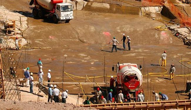 Proposta prevê empréstimos para projetos da Odebrecht, como a Usina de Santo Antônio - Foto: Xando Pereira | Ag. A TARDE