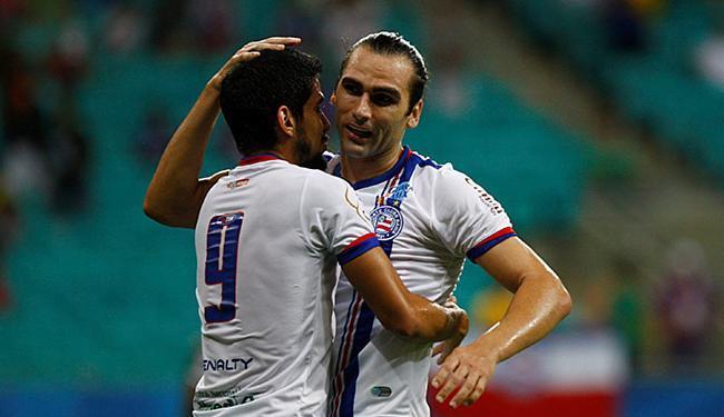Zé Roberto (9) e Léo Gamalho estão confirmados para o jogo de terça - Foto: Eduardo Martins l Ag. A Tarde l 20.05.2015