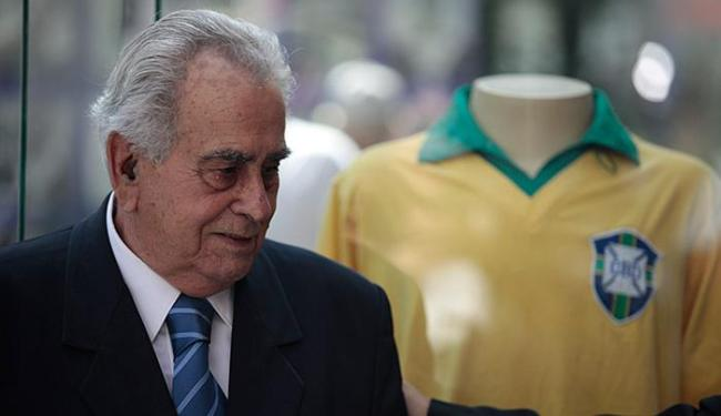 Ex-jogador morreu em sua casa, em Santos, aos 82 anos - Foto: Raul Spinassé | Ag. A TARDE