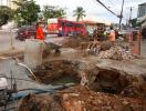 Buracos em Piatã e no Rio Vermelho causam congestionamentos - Foto: Edilson Lima | Ag. A TARDE