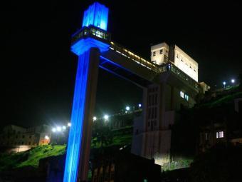 Elevador ficará azul durante o mês de julho - Foto: Lúcio Távora | Ag. A TARDE