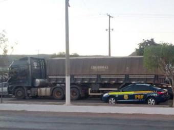 O dono da carreta confirmou ter dado o controle do veículo para o seu filho de 16 anos - Foto: Divulgação | Policia Rodoviária Federal