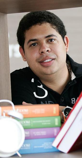 Alan Vinícius recomenda estudar provas anteriores - Foto: Mila Cordeiro l Ag. A TARDE