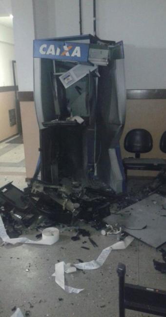 Os bandidos usaram dinamite para explodir oi caixa eletrônico - Foto: Reprodução | Jornalismo do Sertão
