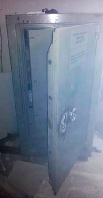 Os bandidos foram direto ao cofre da agência - Foto: Divulgação   Polícia Militar