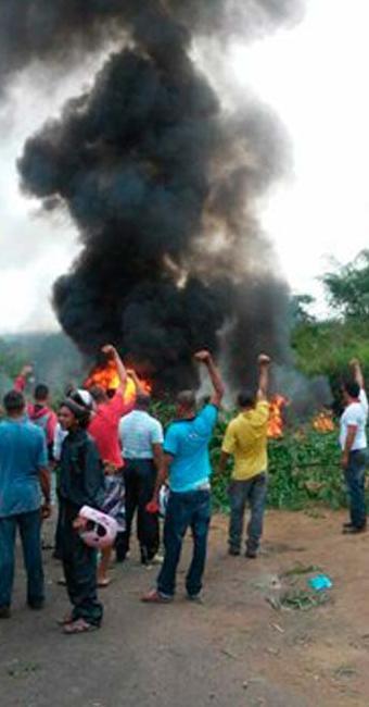 O grupo pede melhorias na rodovia, por conta de diversos acidentes - Foto: Reprodução: Voz da Bahia