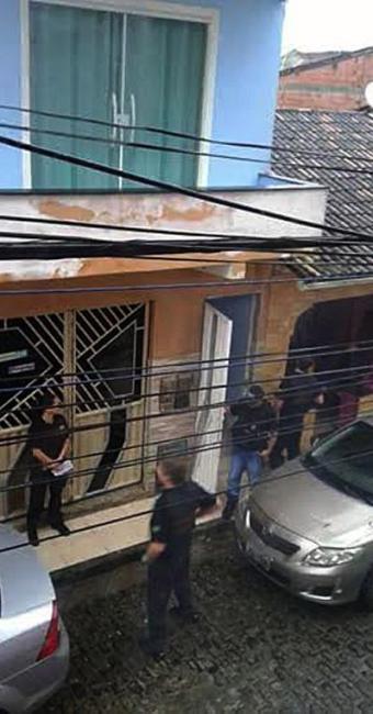Policiais federais foram vistos em frente à residência da prefeita de Camamu - Foto: Foto do leitor | Cidadão Repórter