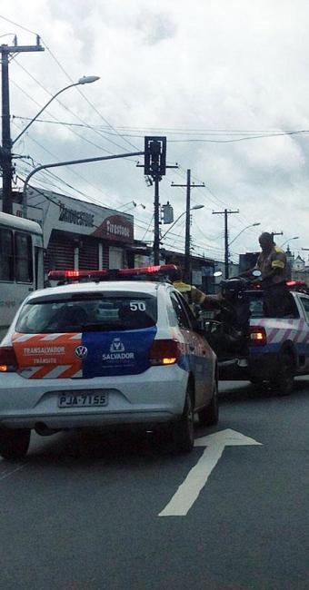 Equipe da Transalvador já está no local - Foto: Cidadão Repórter   Via WhatsApp
