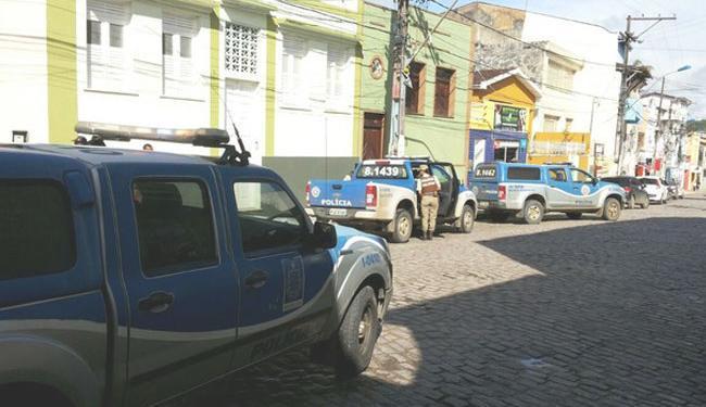 Polícia busca pelos assaltantes; até as 11h30, nenhum suspeito havia sido preso - Foto: Reprodução | Site Voz da Bahia