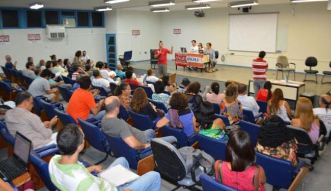 Assembleia realizada nesta terça, 14, contou com a participação de 68 professores - Foto: Reprodução | Adufs