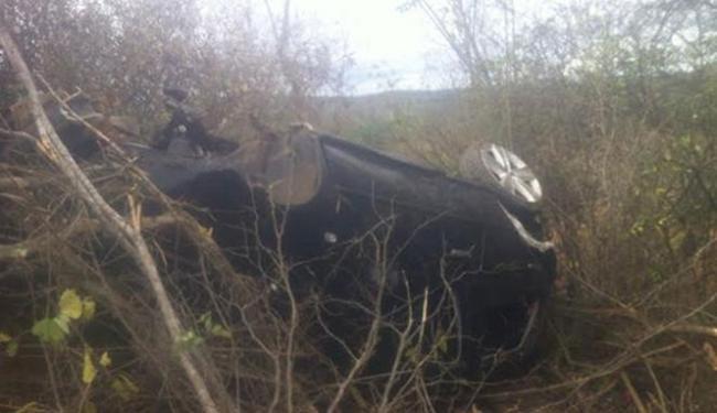 Motorista perdeu o controle do veículo e acabou caindo em uma ribanceira - Foto: Reprodução | Blog do Rodrigo Ferraz