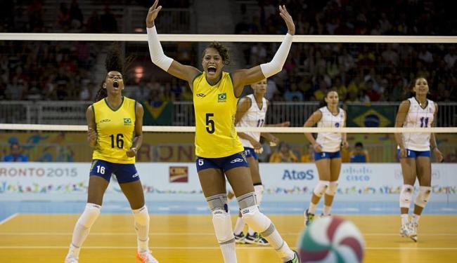 Adenizia e Fernanda celebram a vitória - Foto: Rebecca Blackwell | AP Photo | 17.07.2015