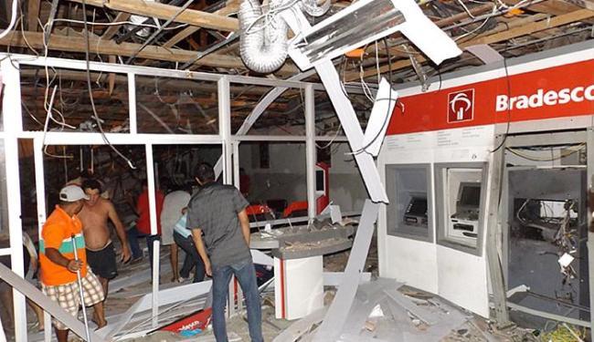 Agência do Bradesco ficou completamente destruída - Foto: Gabriel Araújo l Portaldenoticias.net