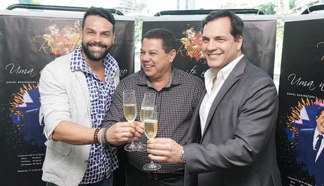 Alexandre Peixe e Daniel Boaventura, ao lado do comodoro Marcelo Sacramento - Foto: Raul Spinassé l Ag. A TARDE