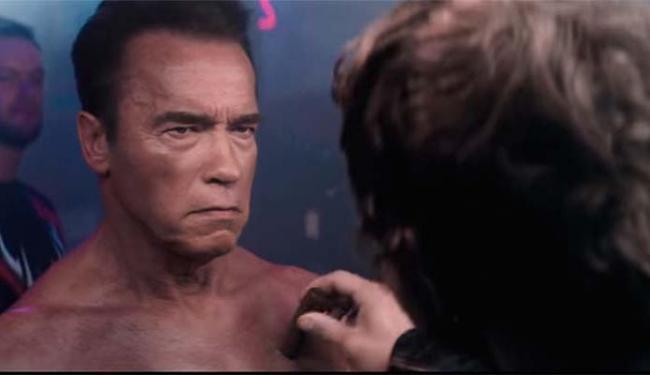Arnold Schwarzenegger aparece no trailer do game no qual apresenta o personagem - Foto: Reprodução