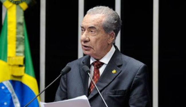 João Durval fraturou o colo do fêmur em uma queda - Foto: Pedro França | Agência Senado