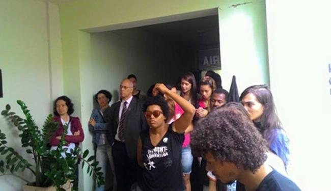 Manifestantes pedem a implementação do orçamento participativo - Foto: Reprodução | Blog do Rodrigo Ferraz