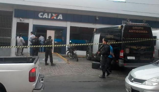 Agência ainda estava com tapume na porta por conta de arrombamento em 14 de julho - Foto: Edilson Lima | Ag. A TARDE