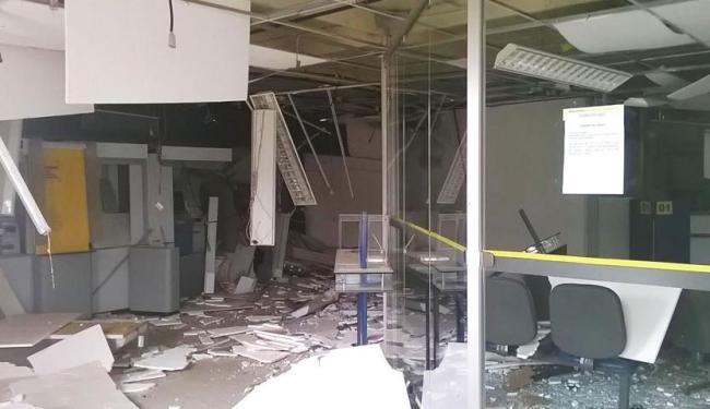 A agência ficou completamente destruída após a explosão - Foto: Reprodução   Site Bahiana Mídia