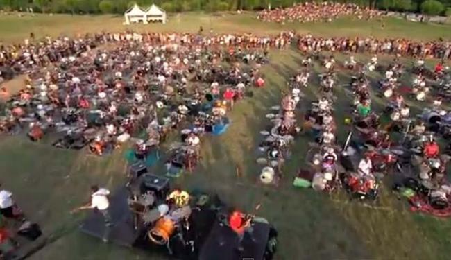 Músicos e fãs se reuniram para cantar clássico da banda - Foto: Reprodução