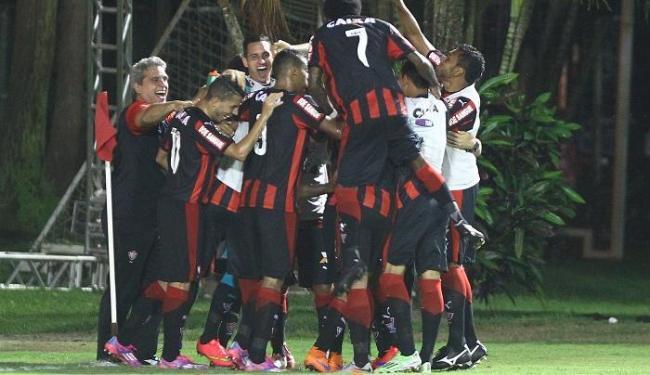 Jogadores comemoram terceiro gol do Vitória no Ba-Vi - Foto: Eduardo Martins | Ag. A TARDE