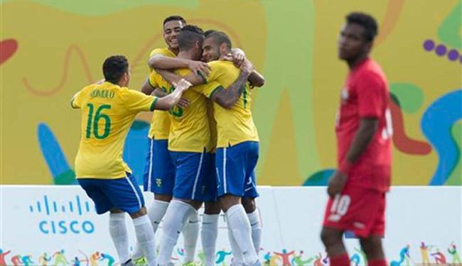 Jogadores comemoram gol contra o PAnamá - Foto: AP Photo