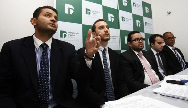 Defensores Públicos explicação a suspensão das obras - Foto: Luiz Tito | Ag. A TARDE