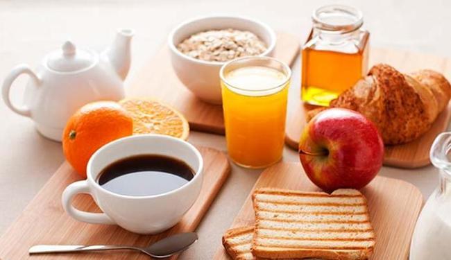 Frutas, pão e um cafezinho estão liberados, segundo a nutricionista - Foto: Divulgação