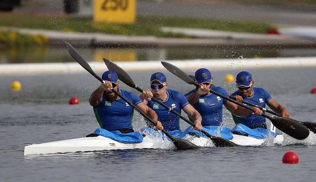 Brasileiros completaram os mil metros em 3min01s869 - Foto: AP Photo