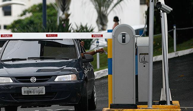 Shoppings iniciaram cobrança por estacionamento em 22 de junho - Foto: Raul Spinassé | Ag. A TARDE