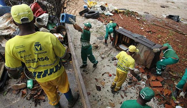 Na Boca do Rio, equipes trabalharam duro para eliminar focos de dengue, zika e da chikungunya - Foto: Raul Spinassé l Ag. A TARDE