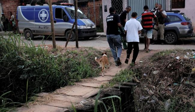 Adjailson foi morto na porta de casa - Foto: Adilton Venegeroles | Ag. A TARDE