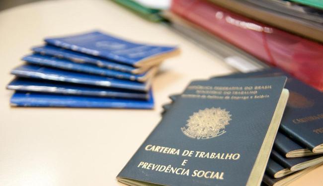 Benefício é pago anualmente para trabalhadores que recebem até dois salários mínimos - Foto: Erik Salles   Ag. A TARDE