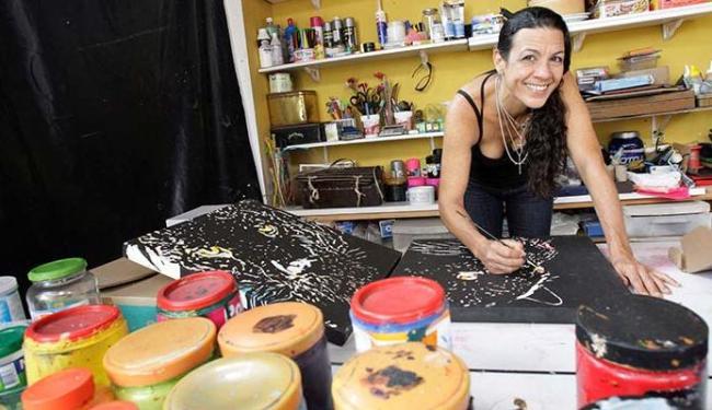 Daniela Steele trabalha no ateliê - Foto: Luciano da Matta | Ag. A TARDE
