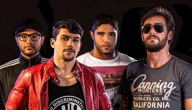Thiago Andrade (terceiro da esquerda para a direita) conversou com o A TARDE sobre a banda - Foto: Edgar Chaves   Divulgação
