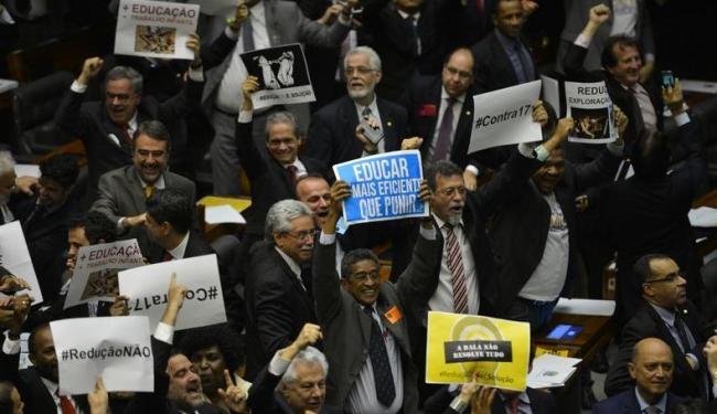Deputados contrários à redução da maioridade penal comemoraram a votação - Foto: Agência Brasil