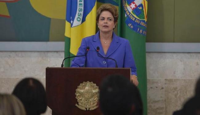 É preciso usar internet a favor do debate, diz Dilma, defendendo a participação popular - Foto: Agência Brasil