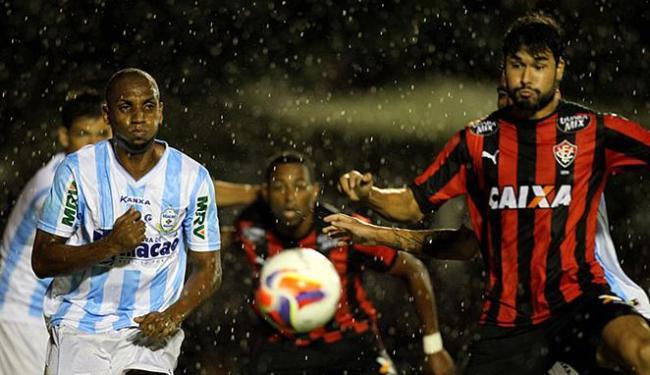 Jogadores do Rubro-negro lutaram em campo, mas não conseguiram levar o time ao triunfo - Foto: Raul Spinassé l Ag. A TARDE