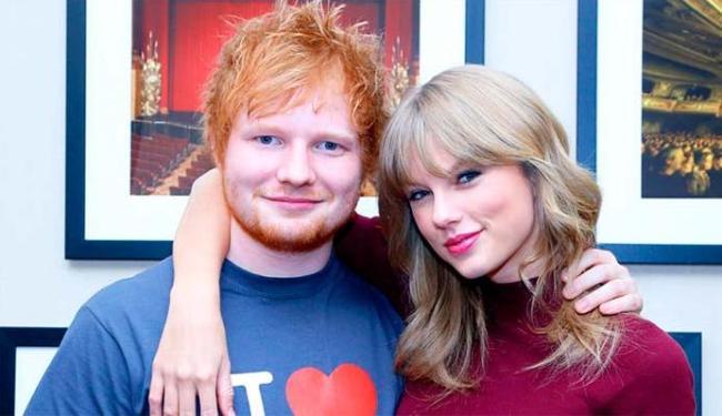 Ed Sheeran e Taylor Swift são amigos e já se apresentaram juntos - Foto: Getty Images