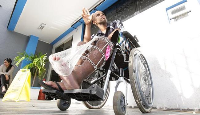 Ednaldo Alves foi atingido por um automóvel, quando estava de moto - Foto: Fernando Amorim l Ag. A TARDE