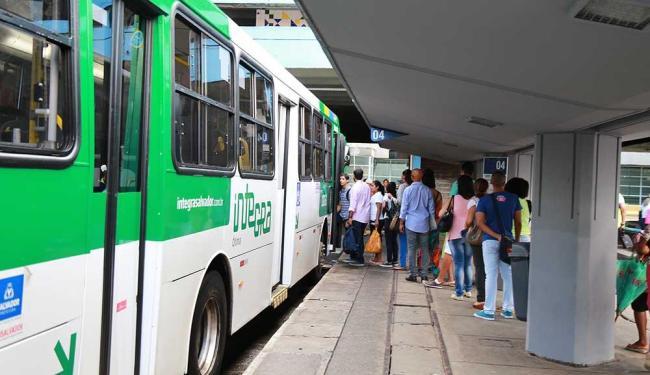 Operação Corujão Salvador oferece quinze linhas de ônibus partindo da Estação da Lapa - Foto: Joá Souza | Ag. A TARDE