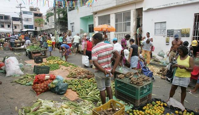 No Nordeste de Amaralina, movimento de clientes à procura de frutas foi intenso - Foto: Luciano da Matta | Ag. A TARDE