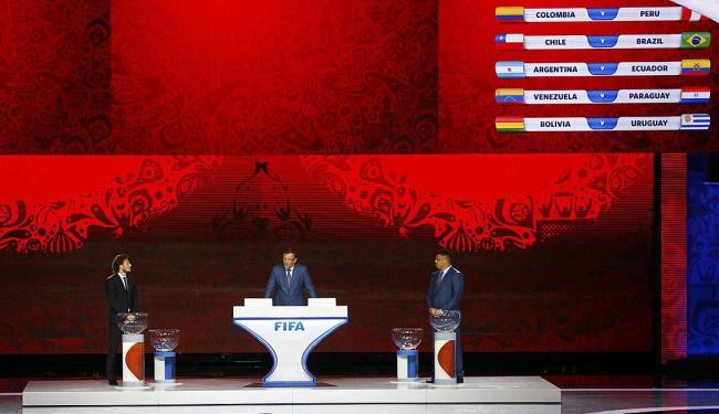 Integrantes da Fifa durante o sorteio em São Petersburgo, Rússia - Foto: Stringer   Ag. Reuters