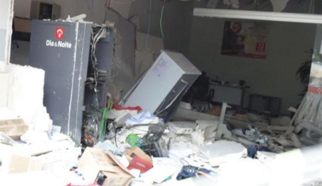 As agências ficaram completamente destruídas após a explosão - Foto: Reprodução | Site Filadélfia Notícias