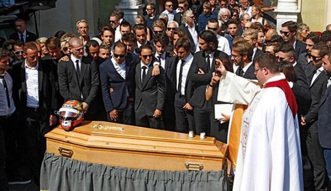 Pilotos acompanham funeral do colega de profissão - Foto: AP Photo